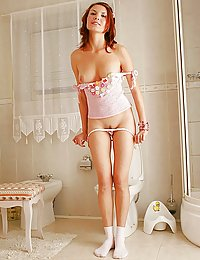 Redhead Teen Shows Pink teenage girl nude pictures